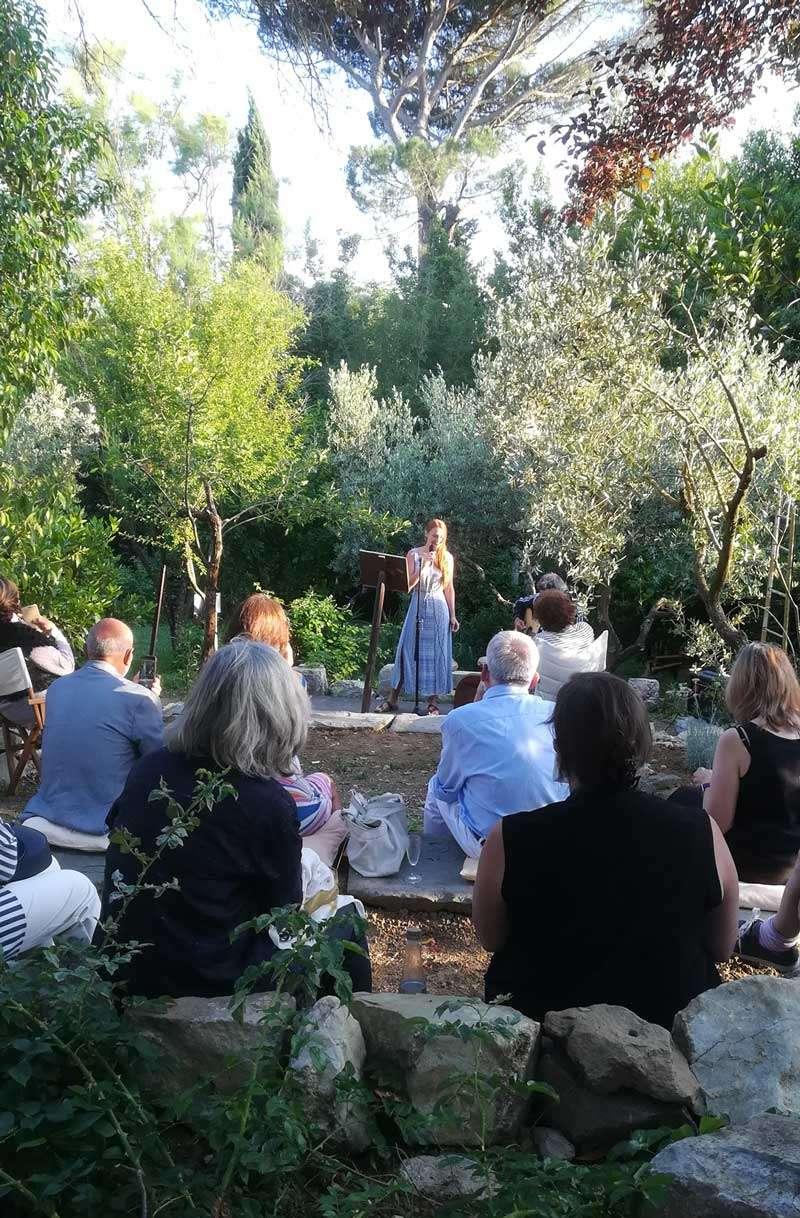 Dara Kain performing at opening at Villa Il Palmerino